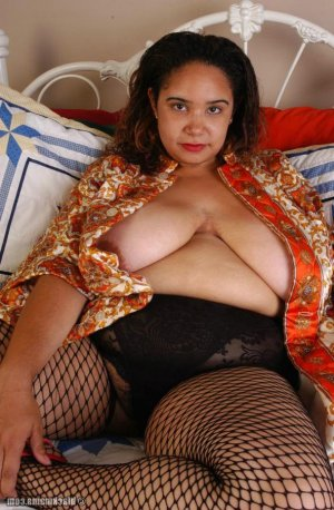 Lysiane escorts Courtenay